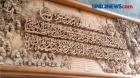 Ukiran Kaligrafi di Atas Kayu Jati