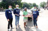 AXA Mandiri Bagikan Paket Sembako ke Masyarakat Terdampak Covid-19
