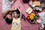 Serunya Piknik di Rumah Saat Pandemi COVID-19 Melanda