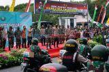Kapolri dan Panglima TNI Serahkan Bantuan Sembako di Makassar