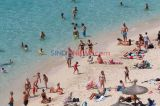 Warga Padati Pantai Portals Nous Spanyol di Tengah Pandemi Covid-19