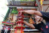 Manfaatkan Bambu Petung Hitam, Perajin Ini Ciptakan Berbagai Miniatur Unik