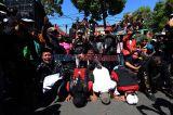 Tangis Haru Pekerja Seni Usai Tuntutan Perizinan Hajatan Surabaya Dikabulkan
