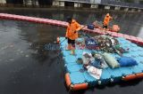 Minim Kesadaran Warga, Sampah Bertebaran di Kali Sentiong