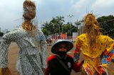 Peringati Hari Tani Nasional, Massa Aksi Pasang Orang-orangan Sawah di DPR