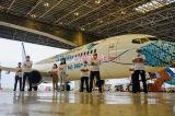 Pesawat Garuda Indonesia Pakai Masker Motif Batik Parang
