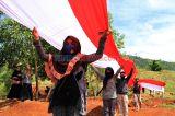Peringati Sumpah Pemuda, Karang Taruna Puriala Bentangkan Bendera Merah Putih Sepanjang 200 Meter