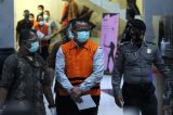 Pakai Baju Tahanan dan Tangan Diborgol, Begini Penampakan Menteri KKP Edhy Prabowo Saat Digiring Petugas