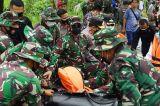 Panglima TNI Serahkan Bantuan Presiden dan 34 Perahu Karet Kepada Korban Banjir Kalsel