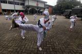 Melihat Siswa Amphibi Taekwondo Club Taekwondo Berlatih di Tengah Pandemi