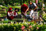 Ziarah Makam Jelang Ramadhan di TPU Karet Bivak