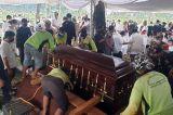 Ratusan Pelayat Antarkan Adiguna Sutowo ke Tempat Peristirahatan Terakhir