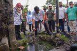 Respon Keluhan Warga, Bobby Nasution Tinjau Saluran Drainase yang Bermasalah