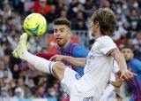 El Clasico : Real Madrid Bungkam Barcelona 2-1