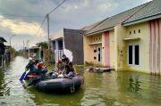 Darurat Corona, Prajurit Marinir Berjibaku Evakuasi Korban Banjir