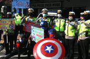 Captain America dan Spiderman Ikut Bagikan Masker di Semarang