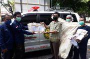 UAD Bagikan 200 Baju Hazmat bagi Tenaga Medis di Yogyakarta