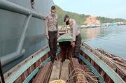 Kapal Berisi 63 Kayu Bulat Ilegal Diamankan di Laut Tapanuli Tengah