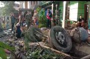 Tronton Seruduk Truk dan 4 Rumah di Cianjur, 4 Tewas Seketika di Lokasi