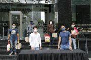 MD dan Pemain Surga yang Tak Dirindukan 3 Salurkan Sembako untuk Kru Film