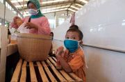 Cegah Covid-19, Semen Gresik Sebar Ratusan Masker ke Pedagang Pasar