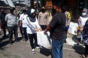 Blusukan ke Permukiman Padat, Istri Tito Karnavian Bagikan Paket Sembako