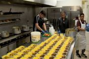 Pandemi COVID-19, Masjid Skotlandia Bagikan Makanan untuk Gelandangan