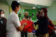 Balon Bupati Nina Dai Bachtiar Salurkan APD ke 8 RS di Indramayu