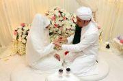Hukum Mencium Istri Saat Puasa Ramadhan, Bolehkah?