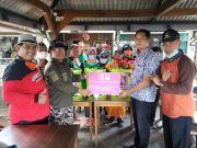 Alfamidi Bantu Alat Semprot ke Relawan Covid-19 Kota Malang
