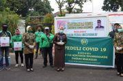 Kejaksaan Peduli Bagi 100 Paket Sembako untuk Ojol dan Warga Terdampak