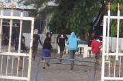 Bersenjata Parang-Panah, 2 Kelompok Remaja di Makassar Tawuran di Lorong Sempit