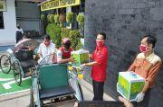 Kejari Tanjung Perak Bagikan 100 Paket Sembako dan Vitamin C