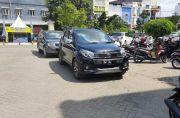 Mobil Dinas Camat Tanasitolo Wajo Pakai Pelat Hitam