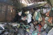 Cerita Kakek Lumpuh Hidup Memprihatinkan di Gubuk Bambu Reyot