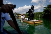 Perketat Lockdown, Dart Vader Patroli di Desa Filipina