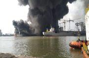 Ledakan Keras saat Perbaikan Sebabkan Kapal Tangker di Pelabuhan Belawan Terbakar