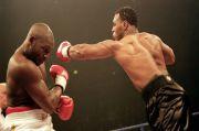 Hapus Mike Tyson, Holyfield Pengin Duel Keempat vs Riddick Bowe