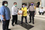 Tak Mudik, 600 Mahasiswa UI Dapat Bingkisan Lebaran dari Polri