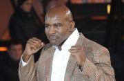 Holyfield Yakin Bisa Redam Tyson, Masih Bisa Andalkan Jab