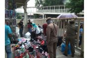 Mendekati Lebaran, PKL Tanah Abang kembali Padati Trotoar