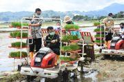 Mentan Syahrul Tanam Padi di Kabupaten Maros, Ini Harapannya