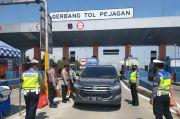 Polisi Brebes Halau Ribuan Kendaraan Pemudik yang Masuk ke Jateng