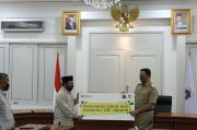 Gubernur Anies dan Riza Patria Bayarkan Zakat lewat Baznas Bazis DKI