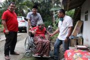 Ketua DPRD Pangandaran Beri Bantuan Kursi Roda untuk Warga Miskin