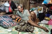 Dalam Kemiskinan, 17 Tahun Kakek Ini Merawat Cucunya yang Lumpuh