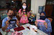 Suami Istri Tuna Rungu Ini Ciptakan Masker Transparan