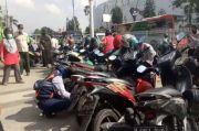 Minimalisir Keramaian, Petugas PSBB Gelar Operasi Cabut Pentil di Pasar Jatinegara