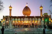 Melihat Keindahan Dua Masjid Bertabur Cahaya di Persia