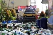 Ribuan Botol Miras Hasil Operasi Pekat Polresta Cirebon Dimusnahkan